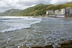 Playa del pueblo de Acciaroli, costa de Cilento, Italia meridional Fotografía de archivo libre de regalías