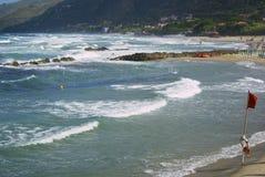 Playa del pueblo de Acciaroli, costa de Cilento, Italia meridional Fotografía de archivo
