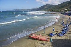 Playa del pueblo de Acciaroli, costa de Cilento, Italia meridional Fotos de archivo libres de regalías
