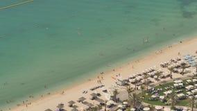 Playa del puerto deportivo de Dubai Visión desde la altura metrajes