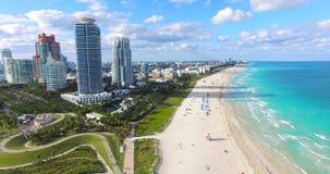 Playa del sur, Miami Beach florida Silueta del hombre de negocios Cowering metrajes