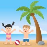 Playa del verano con la palmera y los niños Foto de archivo libre de regalías