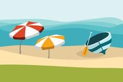 Playa del verano con los paraguas del color Diseño plano ilustración del vector