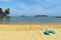 Playa del verano de las vacaciones con el fondo de los deslizadores Fotografía de archivo