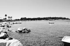 Playa del verano en alguna parte hermosa foto de archivo libre de regalías