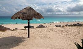 Playa Delfines offentlig strand på Cancun Mexico Arkivfoto