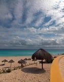 Playa Delfines offentlig strand på Cancun Mexico Fotografering för Bildbyråer