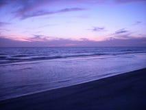 Playa después de Sun abajo Fotos de archivo libres de regalías