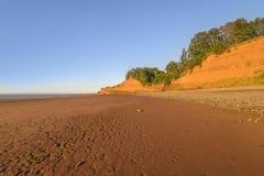 Playa durante la bajamar fotografía de archivo