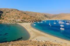 Playa echada a un lado doble de Kolona en Kythnos Fotos de archivo libres de regalías