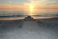 Playa el Golfo de México de ciudad de Panamá cerca del castillo pintoresco de la arena de la puesta del sol imagen de archivo