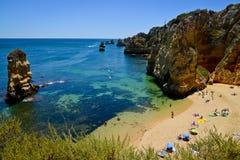Playa en Algarve, Portugal Fotos de archivo libres de regalías