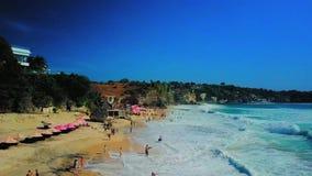 Playa en Bali visto de abejón almacen de video