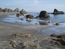 Playa en Brookings, Oregon de Harris imagenes de archivo