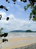 Playa en día asoleado Imagen de archivo