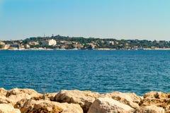 Playa en el ` d Azur de la choza Imagenes de archivo