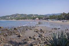 Playa en el Océano Pacífico mexicano Imagenes de archivo