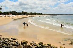 Playa en la bahía de Laguna en Noosa, Queensland imagenes de archivo