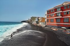 Playa en la ciudad de Candelaria Fotos de archivo