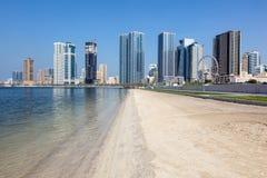 Playa en la ciudad de Sharja fotografía de archivo