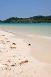 Playa en la isla de Beras Basah imagenes de archivo