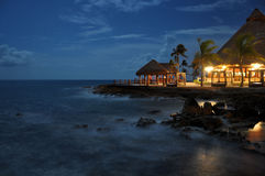 Playa en la noche imagenes de archivo