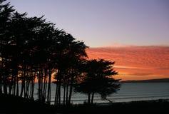 Playa en la puesta del sol fotografía de archivo libre de regalías