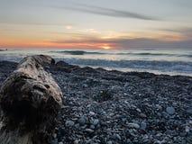 Playa en la puesta del sol Foto de archivo libre de regalías