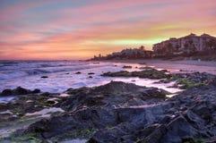 Playa en la puesta del sol, Costa del Sol, España de Cabopino imagenes de archivo