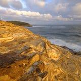 Playa en la puesta del sol, parque nacional de Bouddi, costa central, NSW, Australia de la masilla imagen de archivo