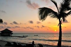 Playa en la salida del sol Imagenes de archivo
