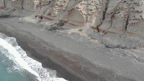 Playa en la salida del sol, isla de Santorini, islas de Cyclade, Grecia de Vlychada almacen de metraje de vídeo