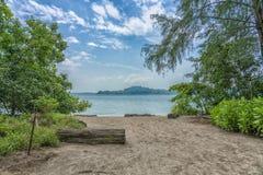 Playa en la selva imagenes de archivo
