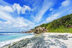 Playa en las Seychelles, anse magnífico, digue 10 del paraíso del la imagen de archivo