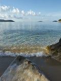 Playa en luz de la mañana Fotografía de archivo