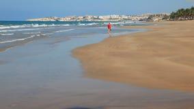 Playa en Muscat, Omán almacen de metraje de vídeo