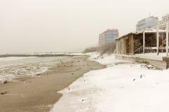 Playa en Pomorie, Bulgaria, el 31 de diciembre Imagen de archivo libre de regalías