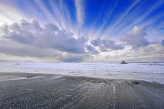 Playa en Sopelana con los rastros del aeroplano fotografía de archivo