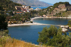 Playa en Taormina, Sicilia. fotografía de archivo