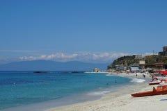 Playa en Tropea Imágenes de archivo libres de regalías