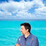 Playa en turquesa con perfil retro del hombre Fotografía de archivo
