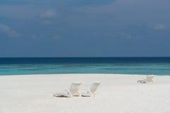 Playa en una isla maldiva imágenes de archivo libres de regalías