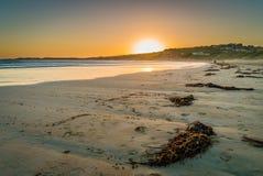 Playa en Victoria, Australia de Lorne, en la puesta del sol Fotos de archivo