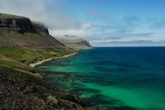 Playa en Westfjord, Islandia Imagenes de archivo
