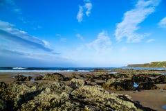 Playa escocesa que pasa por alto el Mar del Norte Fotos de archivo