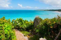 Playa Esmeralda, Holguin, Cuba : Beau paysage avec la turquoise de mer des Caraïbes Photos libres de droits
