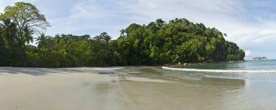 Tyst Manuel Antonio strandpanorama Fotografering för Bildbyråer