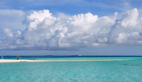 Playa exótica en Maldives Imágenes de archivo libres de regalías