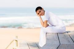 Playa feliz de la mujer fotos de archivo libres de regalías