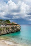 Playa Forti峭壁库拉索岛景色 图库摄影